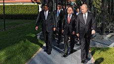 Президент РФ Владимир Путин, президент Республики Монголия Цахиагийн Элбэгдорж и председатель КНР Си Цзиньпин во время встречи в Ташкенте. 23 июня 2016