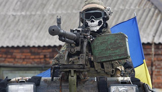 Солдат ВСУ на бронемашине