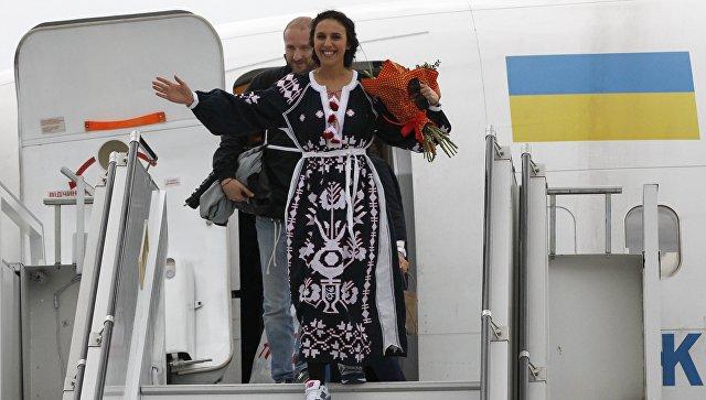 Певица Джамала в аэропорту Киева