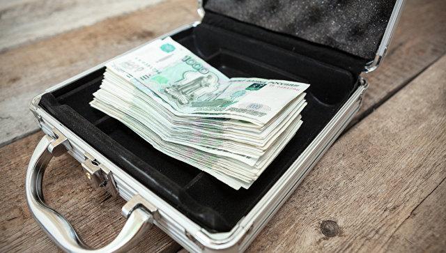 Деньги в кейсе. Архивное фото
