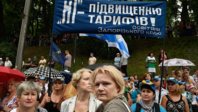 Участники всеукраинского марша протеста Европейским ценам - европейскую зарплату против повышения цен на газ и роста коммунальных тарифов