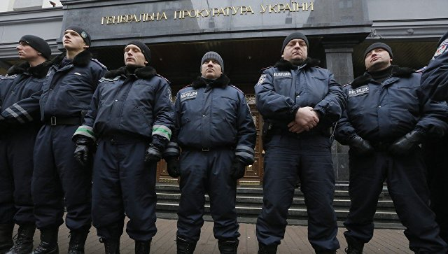 Полиция у здания Генеральной прокуратуры Украины