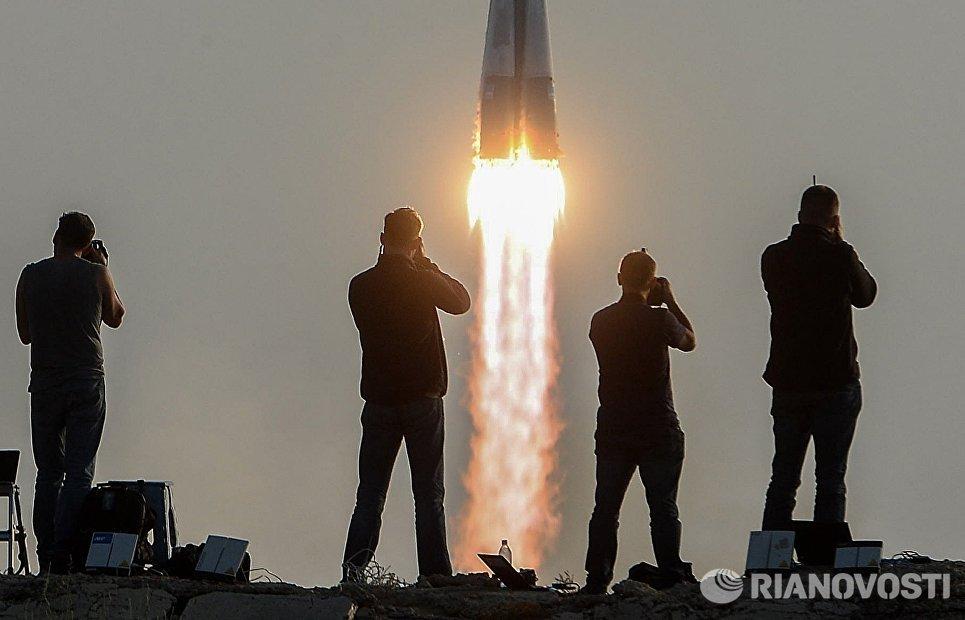 Фотографы во время старта ракеты-носителя Союз-ФГ