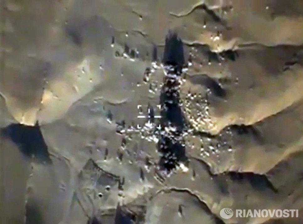 Удар бомбардировщиков Ту-22 по вновь выявленным объектам ИГ в районах Пальмиры