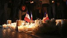 Цветы и свечи в память жертв теракта в Ницце. Архивное фото