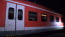 Мужчина с топором напал на пассажиров поезда в Германии. Кадры с места ЧП