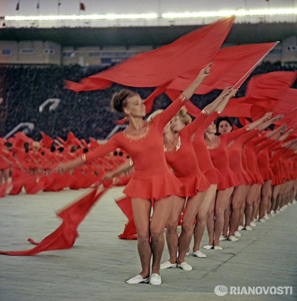 Выступление гимнастов на церемонии открытия IV летней Спартакиады народов СССР. Центральный стадион имени В.И. Ленина (ныне стадион Лужники)
