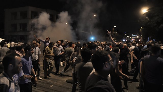 За воспрепятствование деятельности журналистов в районе Сари тах в Ереване задержаны еще 2 человека