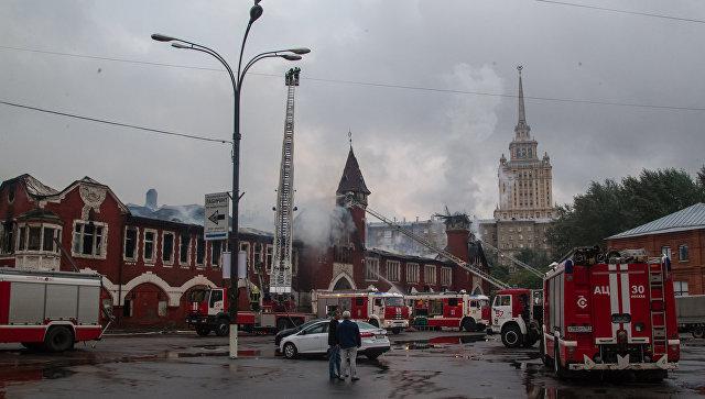Пожар на территории бывшего пивзавода Трёхгорный (Бадаевский) в Москве