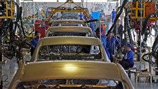 Линия сварки кузова автомобилей Hyundai и KIA на предприятии Автотор в Калининграде. Архивное фото