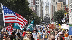Сторонники Берни Сандерса во время демонстрации в Филадельфии, США. 24 июля 2016