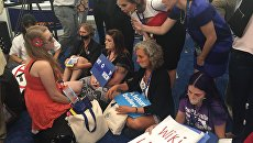 Протест сторонников Сандерса на съезде Демократической партии. 27 июля 2016 год