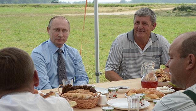 Путин: изроссийской клюквы нужно производить нетолько водку, ноийогурт