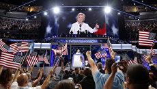 Кандидат Демократической партии в президенты США Хиллари Клинтон выступает на съезде в Филадельфии. Архивное фото