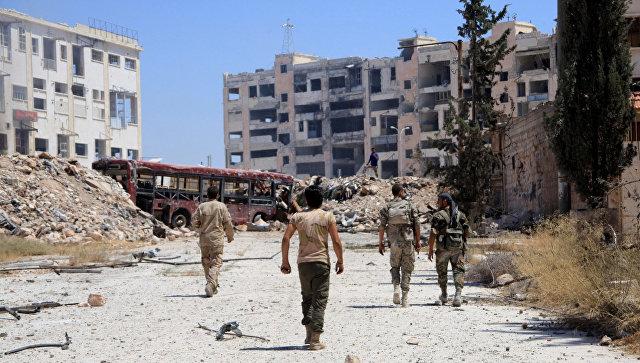 Сирийские военные в пригороде Алеппо. 28 июля 2016. Архивное фото