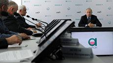 Владимир Путин во время церемонии вывода на проектную мощность ГОК Олений Ручей в режиме видеоконференции в Великом Новгороде. 29 июля 2016