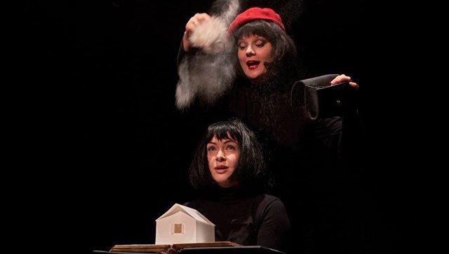 Сцена из спектакля Красная шапочка Театра на Таганке
