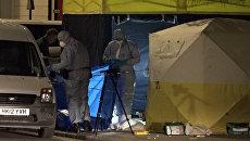Лондонская полиция работала на месте, где мужчина напал с ножом на прохожих