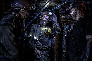 Шахтеры на шахте Глубокая в Шахтерске