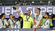 Игроки мадридского Реала празднуют победу над Севильей в Суперкубке УЕФА. 9 августа 2016