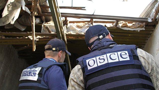 Представители Специальной мониторинговой миссии (СММ) ОБСЕ на территории Докучаевска Донецкой области. Архивное фото