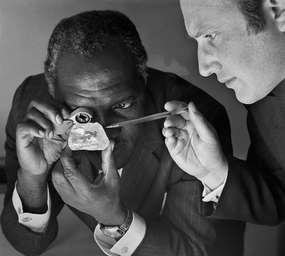 Один из самых крупных по величине алмазов в мире Звезда Сьерра-Леоне. 1972 год