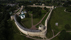 Изборская крепость и Никольский собор в Изборске Псковской области