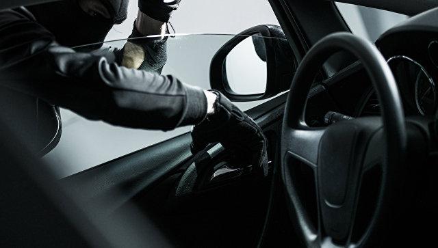 Взлом автомобиля. Архивное фото