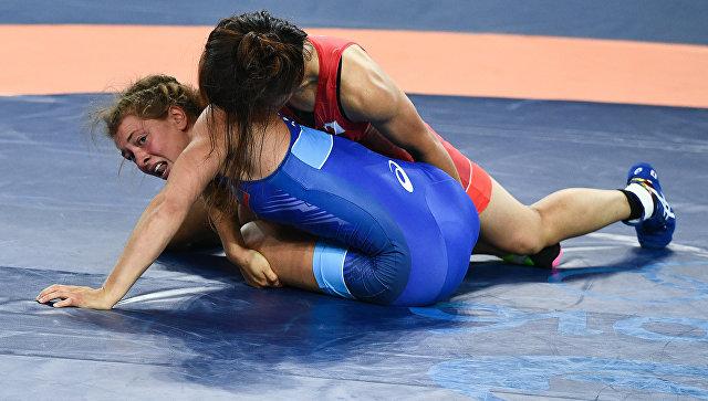 Валерия Коблова (Россия) и Каори Итё (Япония) в финале соревнований по вольной борьбе