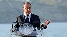 Президент Франции Франсуа Олланд во время пресс-конференции на итальянском авианосце Гарибальди у берегов острова Вентотене. 22 августа 2016