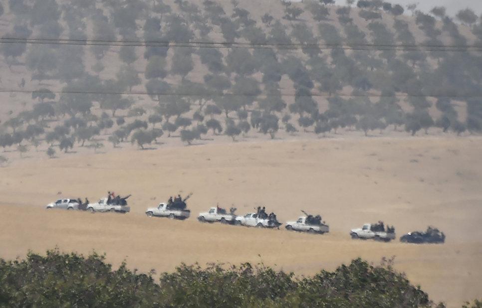 Бойцы сирийской оппозиции на границе Турции и Сирии. 24 августа 2016