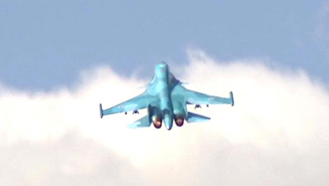 Бомбардировщики Су-34 перебазируются вКрым врамках проверки боеготовности