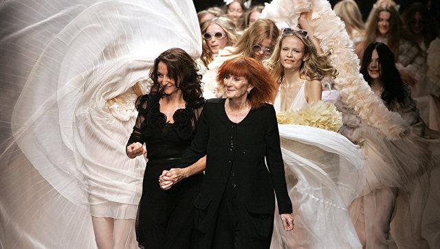 Французский кутюрье Соня Рикель с дочерью Натали во время показа коллекции в Париже, 2008 год