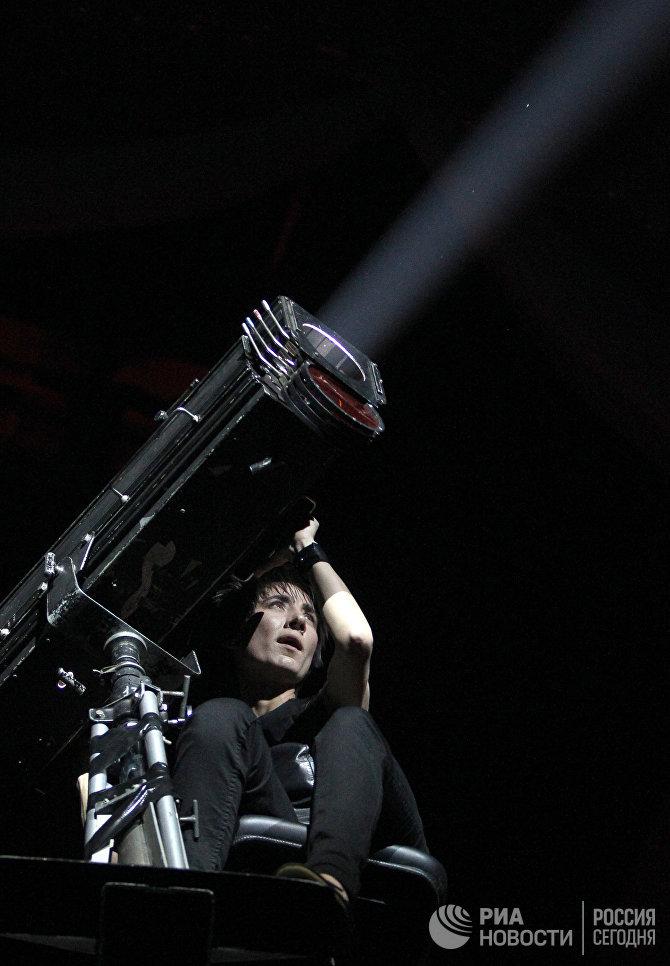 Певица Земфира выступает на церемонии награждения музыкальной премией Муз-ТВ 2011 в спорткомплексе Олимпийский в Москве
