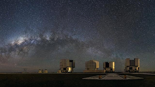 Панорама Млечного Пути в виде арки