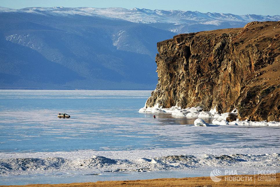 Пролив Малое море на озере Байкал