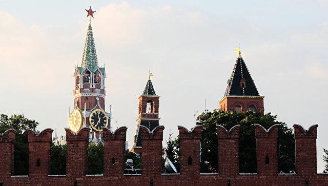 Пьяные хулиганы сорвали погоны сполицейских в потасовке уКремля