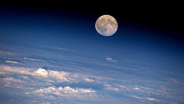 Полная Луна сфотографирована с МКС астронавтом НАСА Джеффри Уильямсом