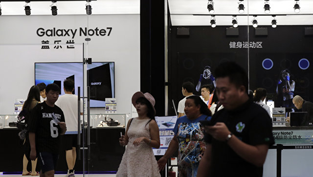 Центр продаж смартфонов Galaxy Note 7 в Китае. Архивное фото