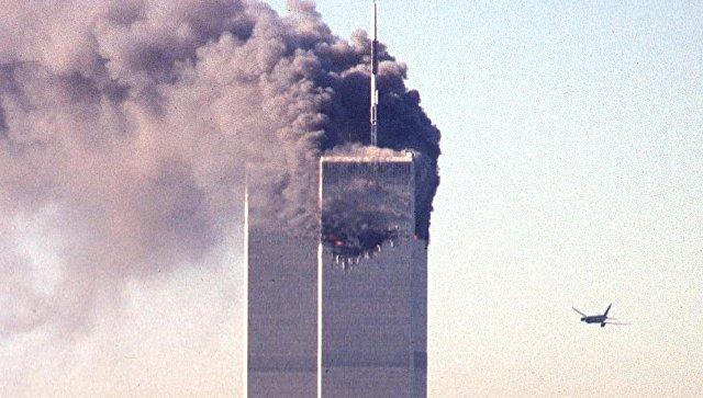 Самолет летит в башню Всемирного торгового центра в Нью-Йорке. 11 сентября 2001 года