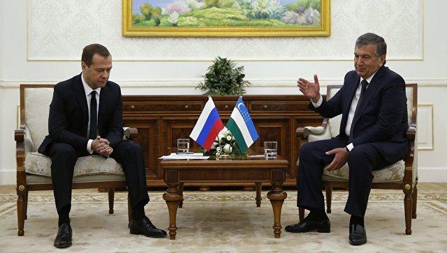 Встреча премьер-министра РФ Д. Медведева с премьер-министром Узбекистана Ш. Мирзиёевым в Самарканде