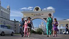 Местные жители на улице Улан-Удэ. Архивное фото