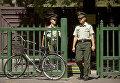 Сотрудники полиции Китая у посольства Северной Кореи в Пекине