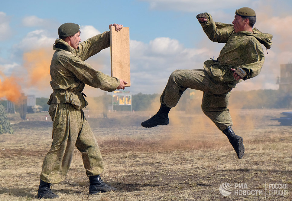 Демонстрационный показ 15-й отдельной мотострелковой бригады, 2-й гвардейской общевойсковой Краснознаменной армии в рамках Международного военно-технического форума АРМИЯ-2016