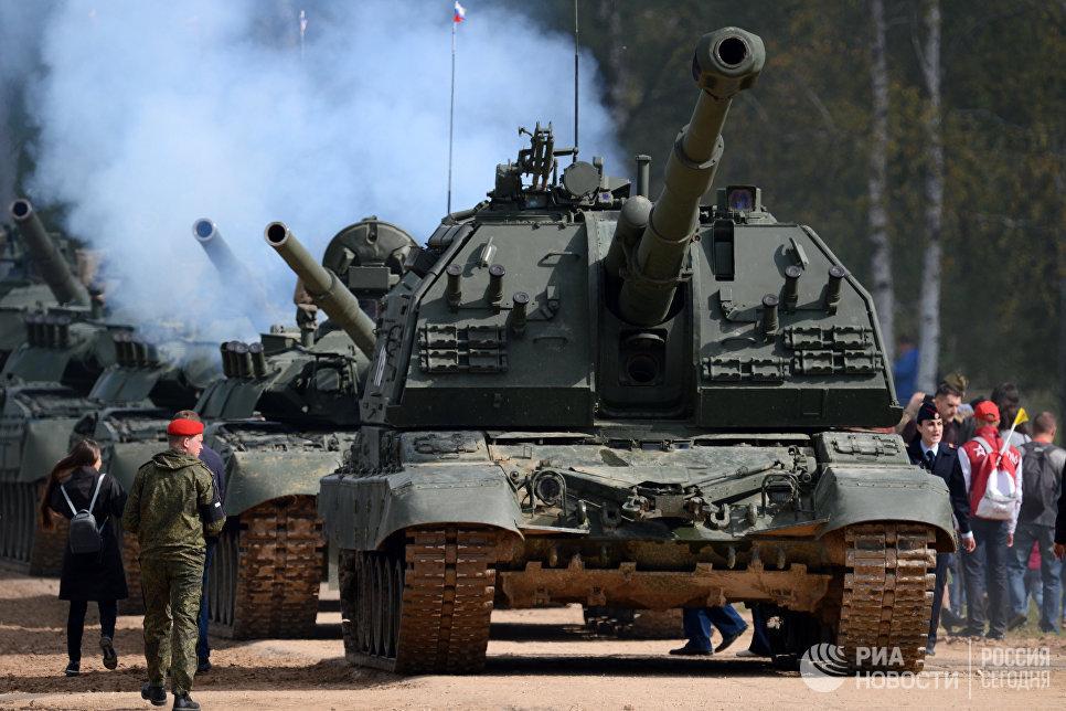 Военнослужащие на открытии Международного военно-технического форума АРМИЯ-2016