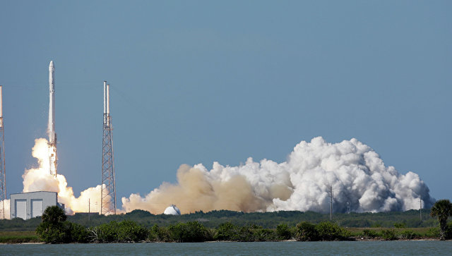 Старт ракеты SpaceX Falcon 9. Архивное фото