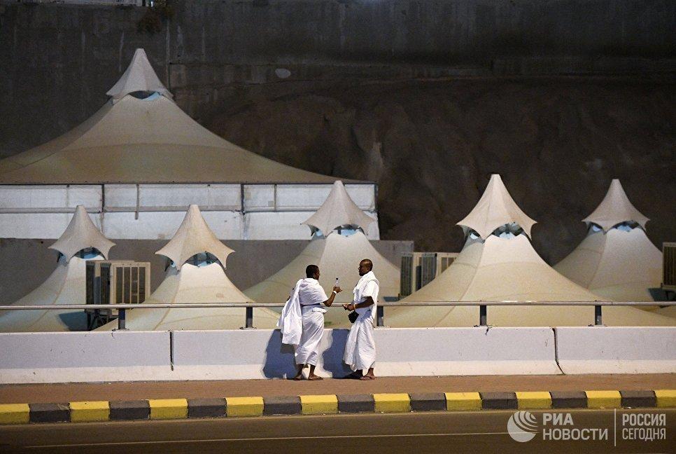 Паломники в палаточном лагере в Мине