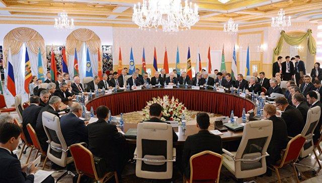 Министр иностранных дел РФ Сергей Лавров на заседании Совета министров иностранных дел СНГ в узком составе в Бишкеке. 16 сентября 2016
