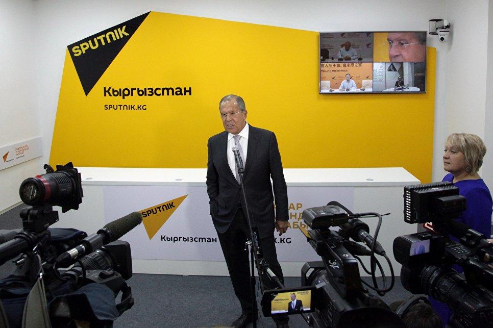 Сергей Лавров на церемонии открытия редакционного центра Sputnik Кыргызстан в Бишкеке