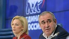 Сергей Неверов (справа). Архивное фото